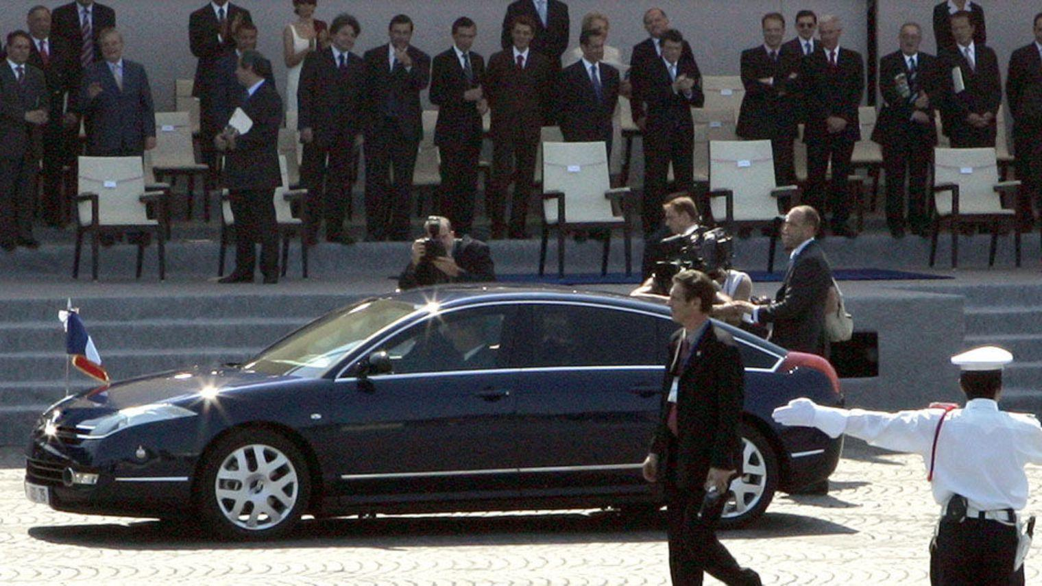 Jacques Chirac in a C6 on July 14th, 2005
